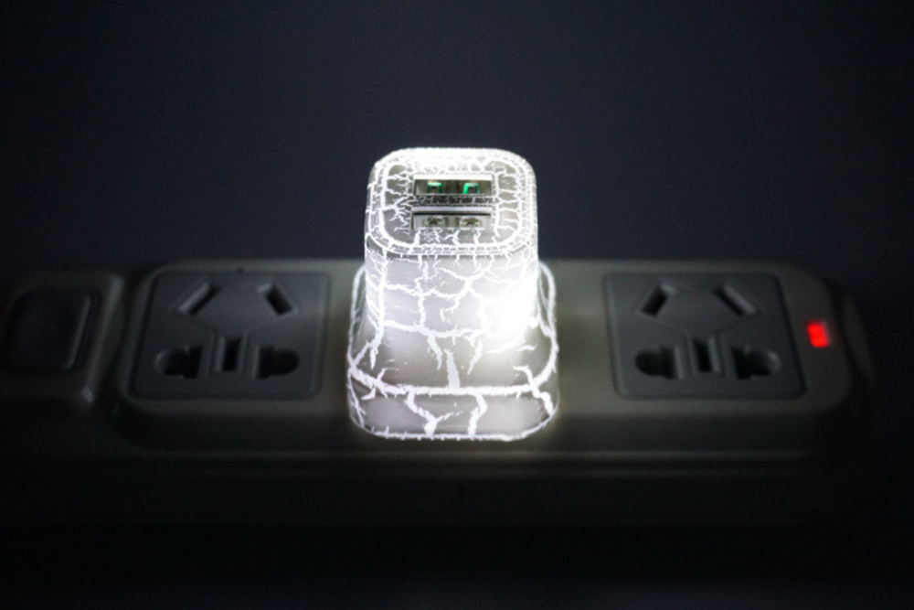 BRELONG LED Dual USB LED Plug Cracked Mobile Phone Charger - US